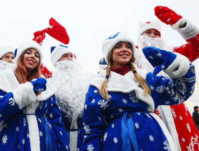 Những bà già Noel nóng bỏng quyến rũ nhất thế giới - 3