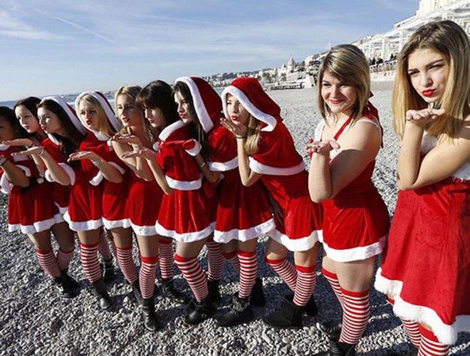 Những bà già Noel nóng bỏng quyến rũ nhất thế giới - 4