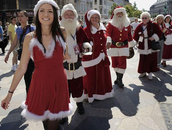 Những bà già Noel nóng bỏng quyến rũ nhất thế giới - 6