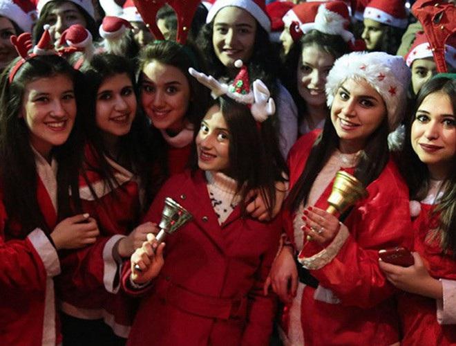 Những bà già Noel nóng bỏng quyến rũ nhất thế giới - 8