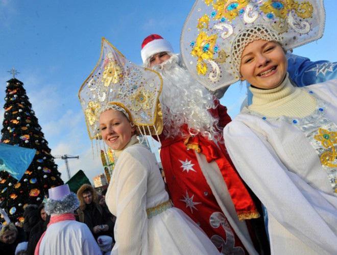 Những bà già Noel nóng bỏng quyến rũ nhất thế giới - 9