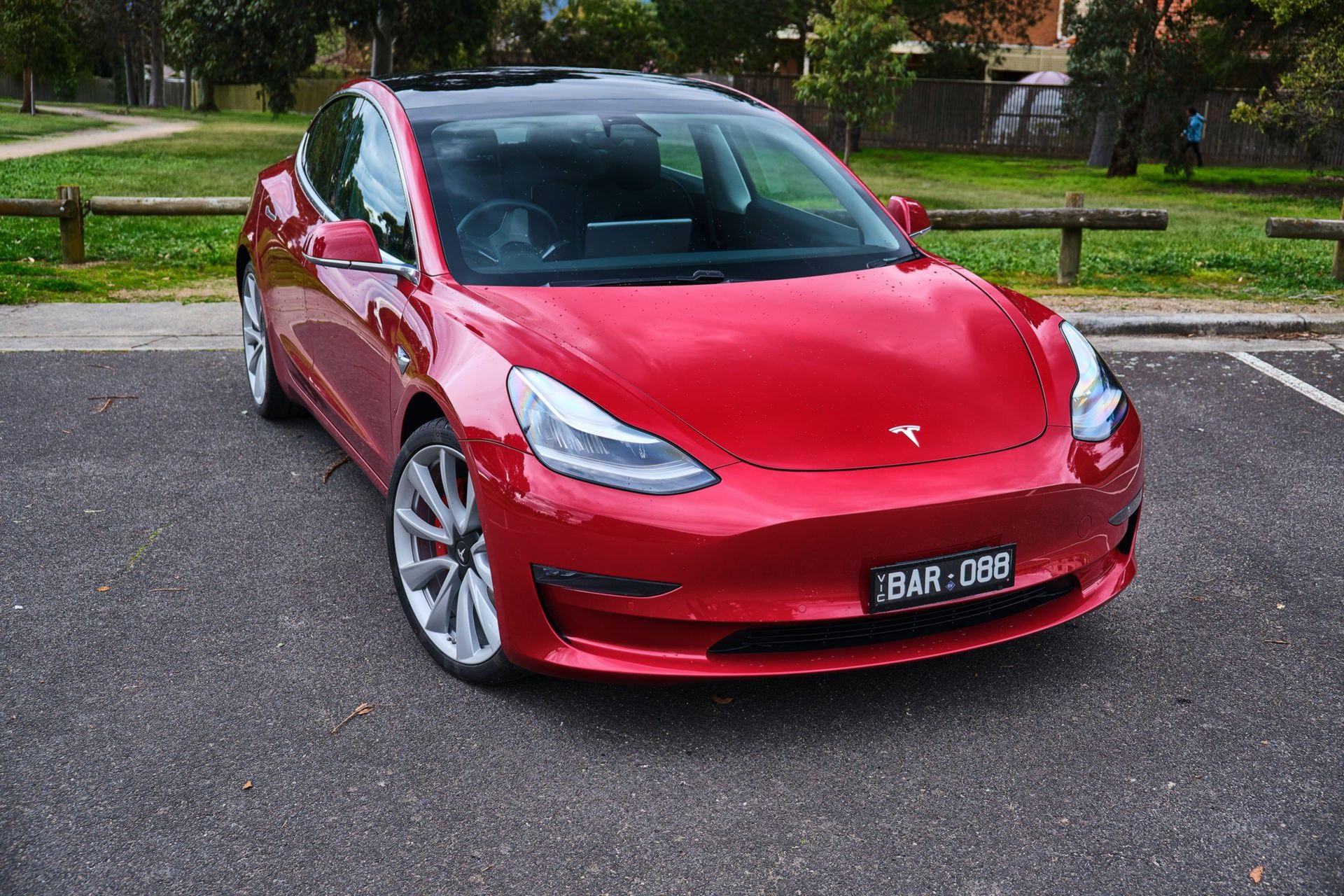 Doanh số của Tesla Model 3 chấp tất cả các dòng xe con của BMW cộng lại - 1