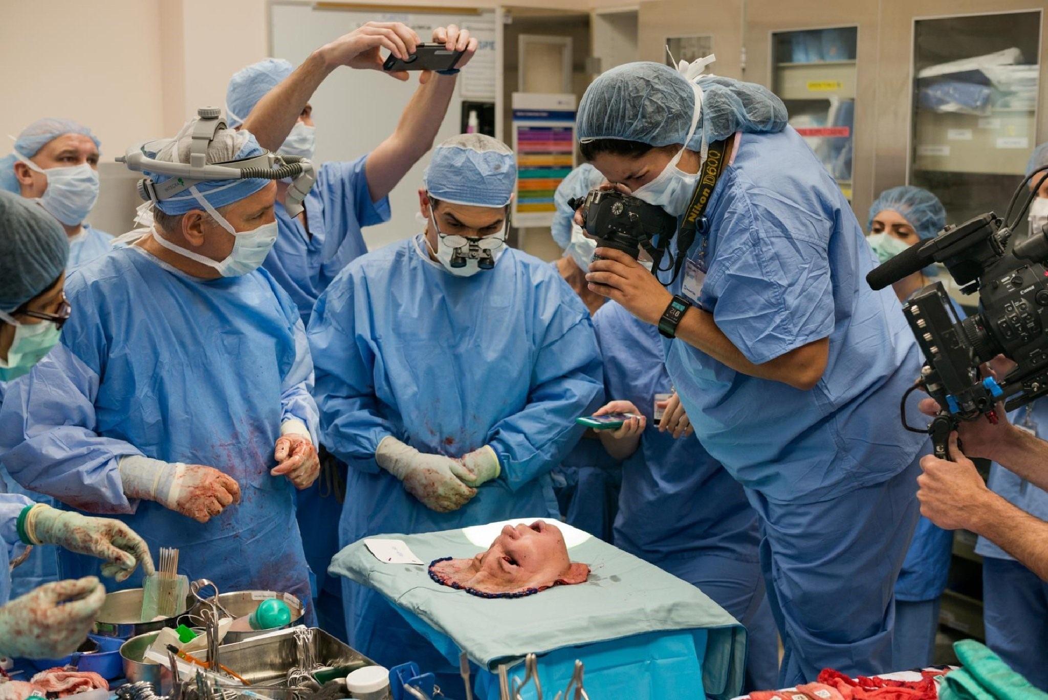 Câu chuyện bất ngờ đằng sau 2 khoảnh khắc y khoa lọt top những bức ảnh xuất sắc nhất thập kỷ - 2