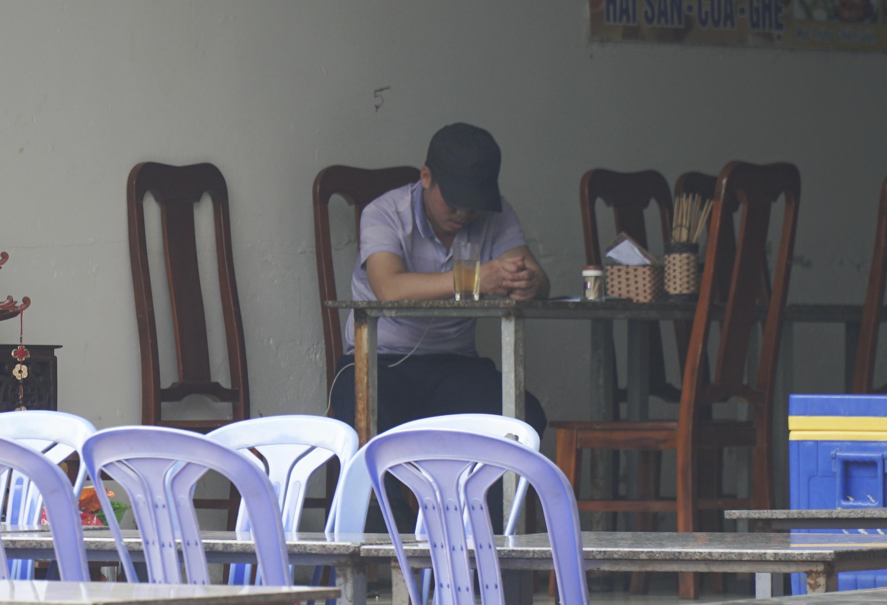 Hà Nội: Quán nhậu đìu hiu vắng khách, thất thu sau Nghị định 100 - 10