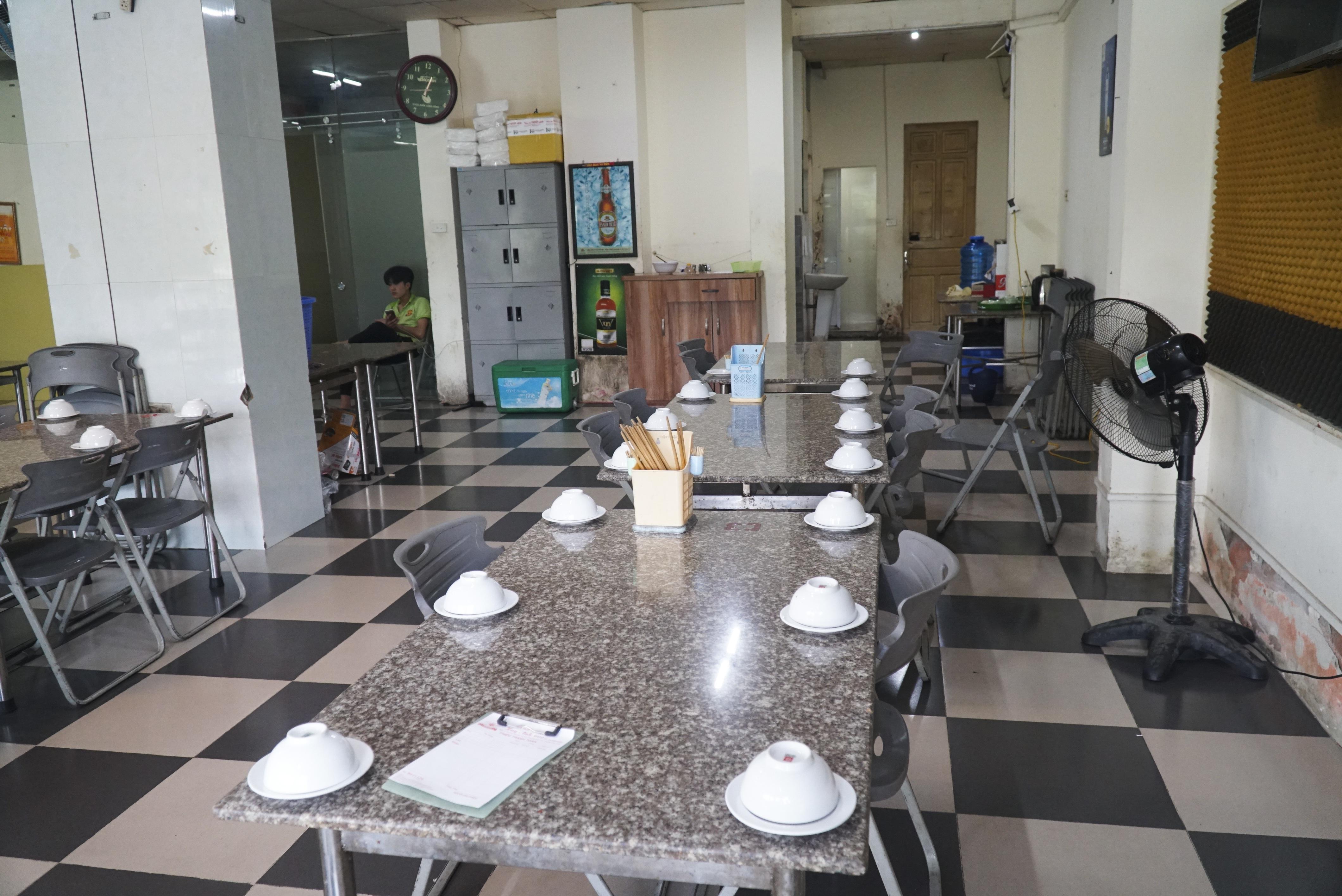Hà Nội: Quán nhậu đìu hiu vắng khách, thất thu sau Nghị định 100 - 2