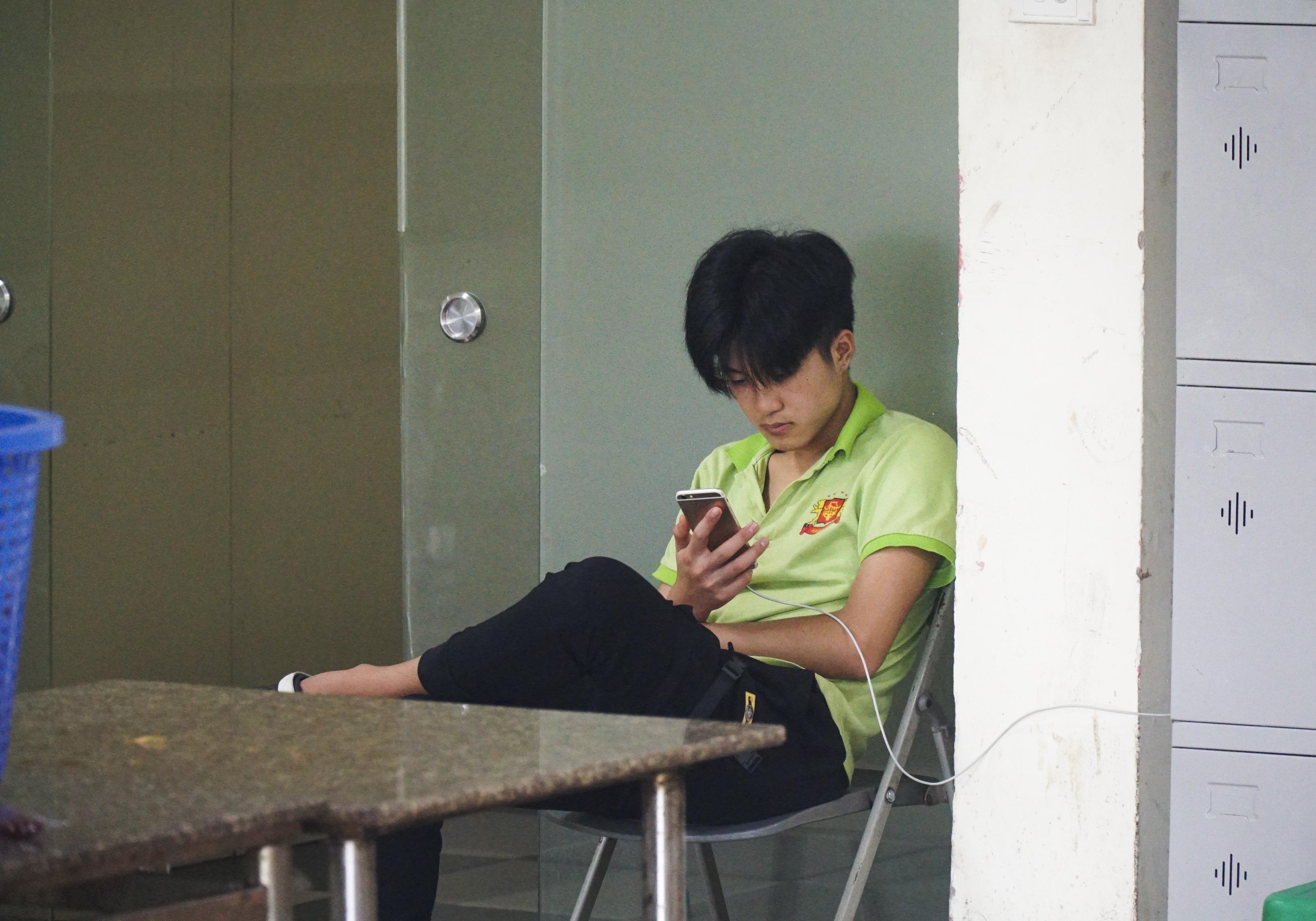 Hà Nội: Quán nhậu đìu hiu vắng khách, thất thu sau Nghị định 100 - 3