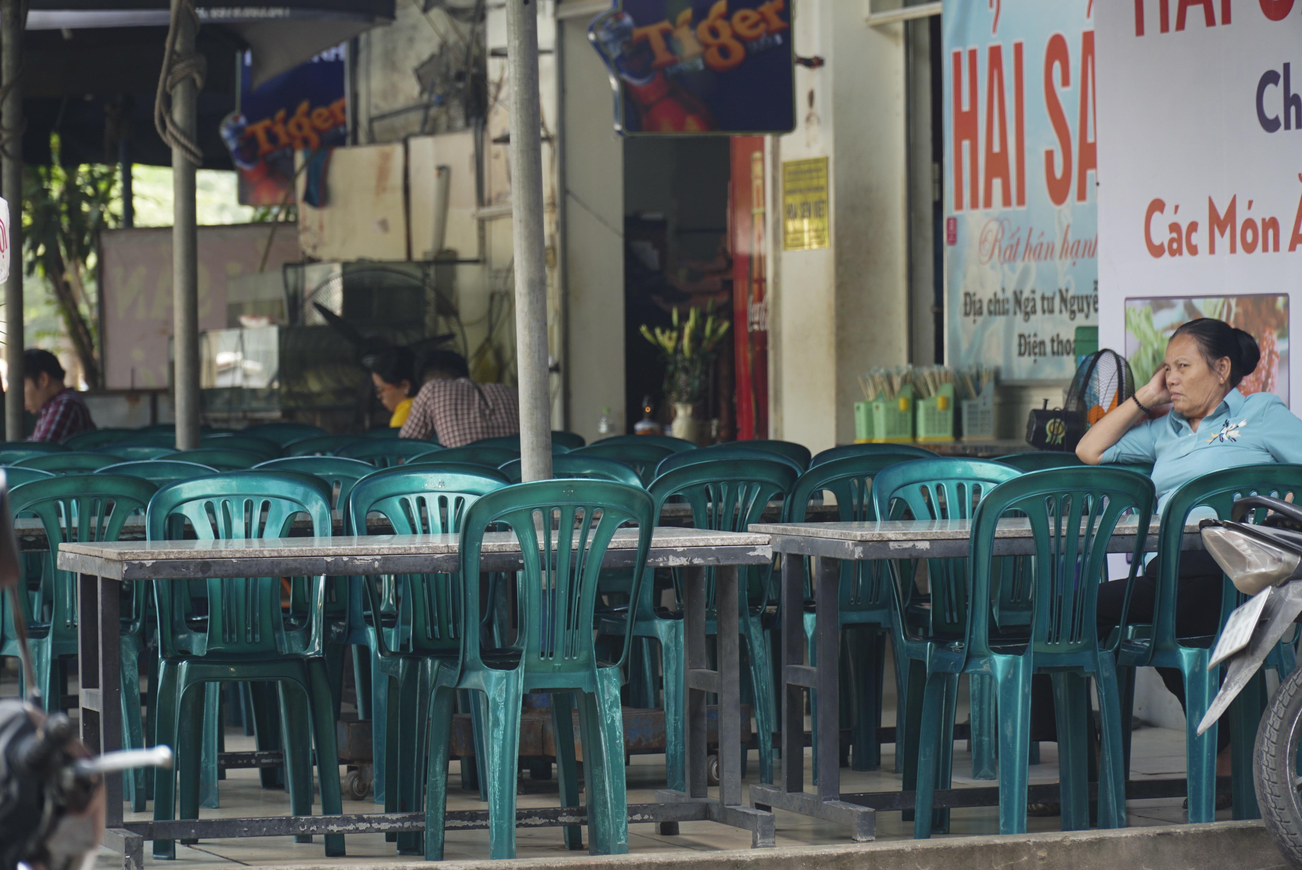 Hà Nội: Quán nhậu đìu hiu vắng khách, thất thu sau Nghị định 100 - 6