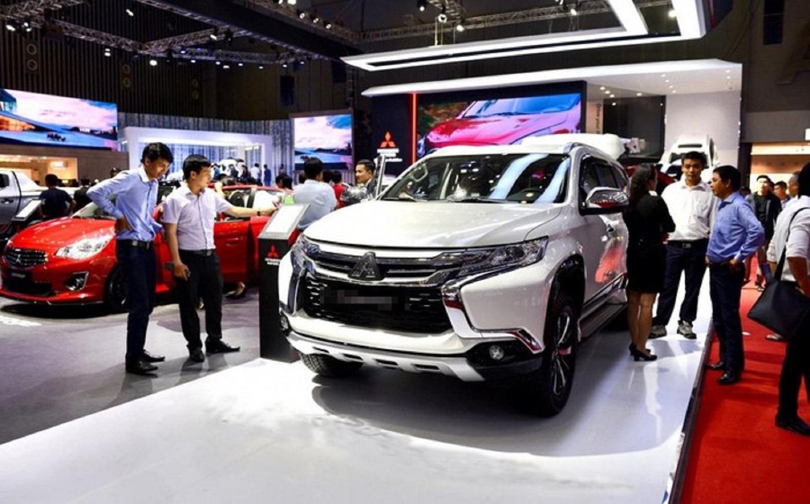 Dân Việt chi tiền khủng mua xe xịn, doanh nghiệp đổ tỷ đô nhập linh kiện - 1