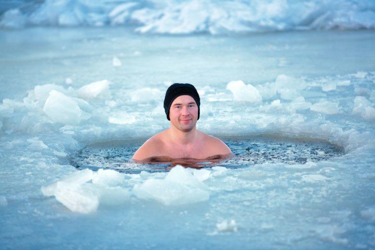 Người đẹp tắm trong hồ nước lạnh âm độ C - 3