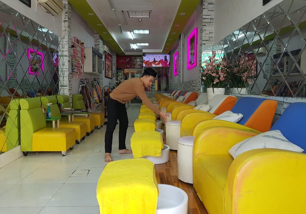 Nha Trang: Cửa hàng vắng khách, lái xe đón khách Trung Quốc thất nghiệp hàng loạt - 6