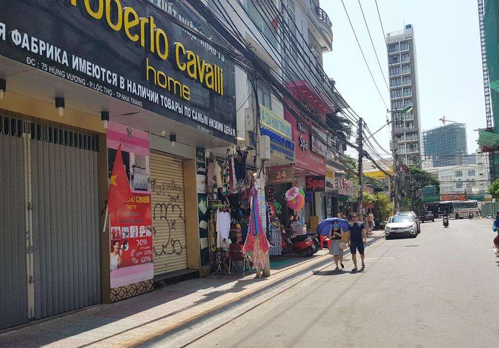 Nha Trang: Cửa hàng vắng khách, lái xe đón khách Trung Quốc thất nghiệp hàng loạt - 7
