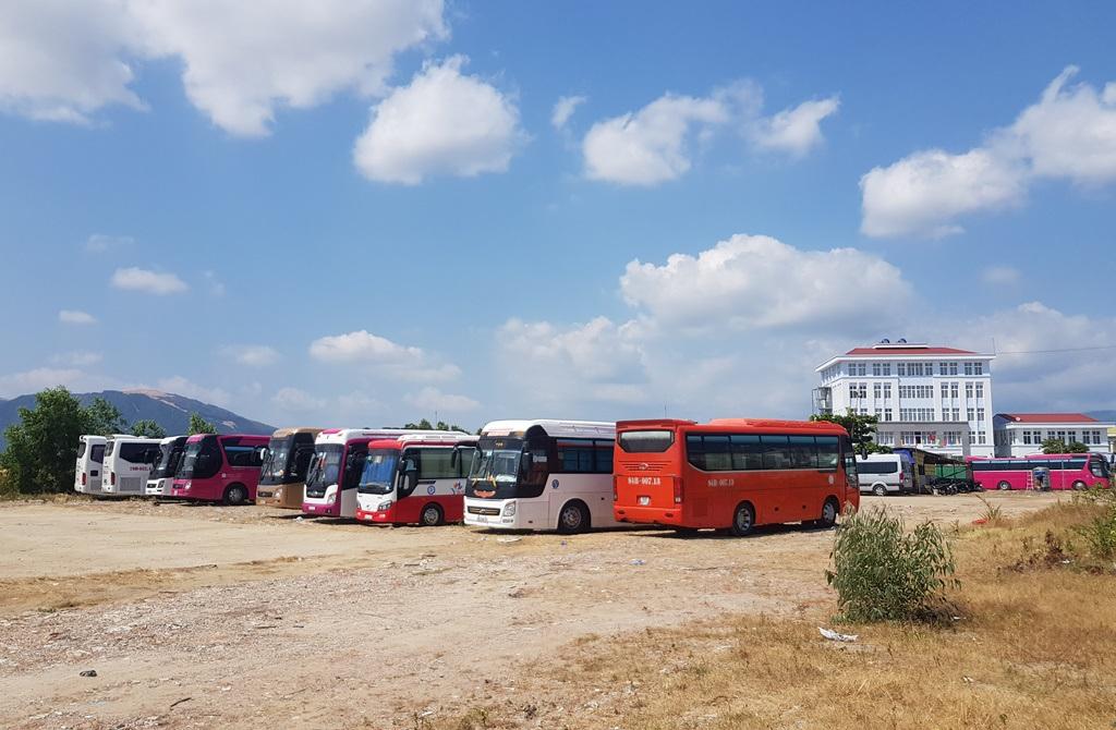 Nha Trang: Cửa hàng vắng khách, lái xe đón khách Trung Quốc thất nghiệp hàng loạt - 9