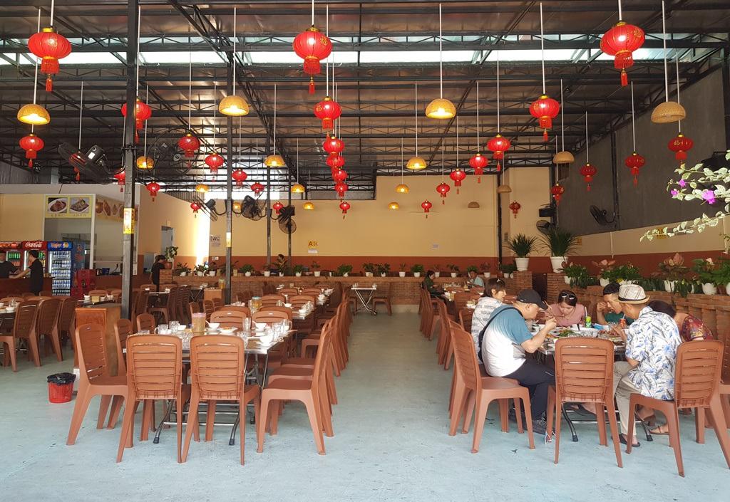 Nha Trang: Cửa hàng vắng khách, lái xe đón khách Trung Quốc thất nghiệp hàng loạt - 8