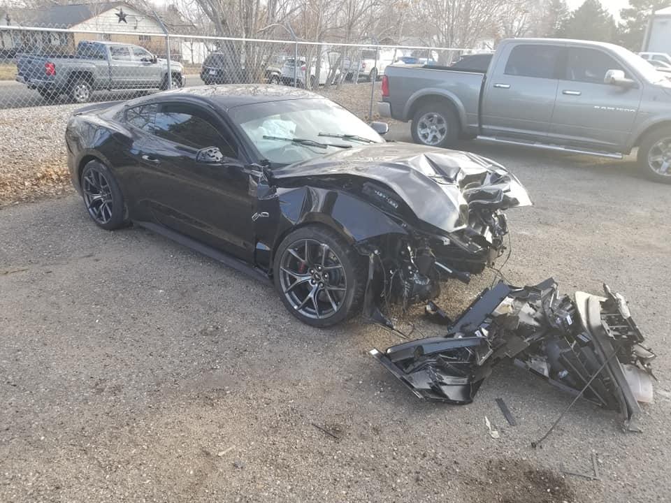 Nhân viên đại lý đâm hỏng xe Mustang của khách khi lái thử - 3