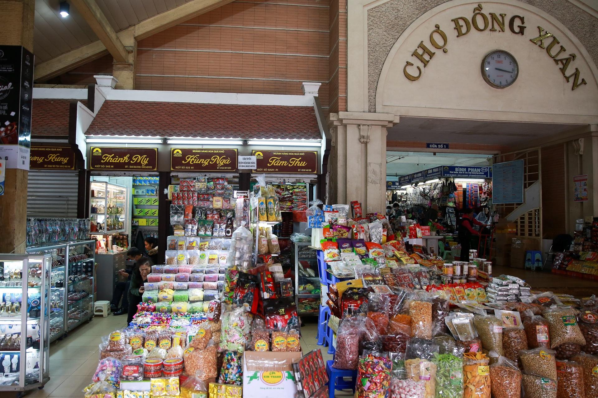 Khu chợ lớn nhất Hà Nội đìu hiu giữa thời dịch Covid-19 - 13