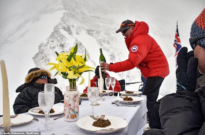 Kỷ lục Guinnes dành cho bữa tiệc sang trọng cao nhất thế giới - 5