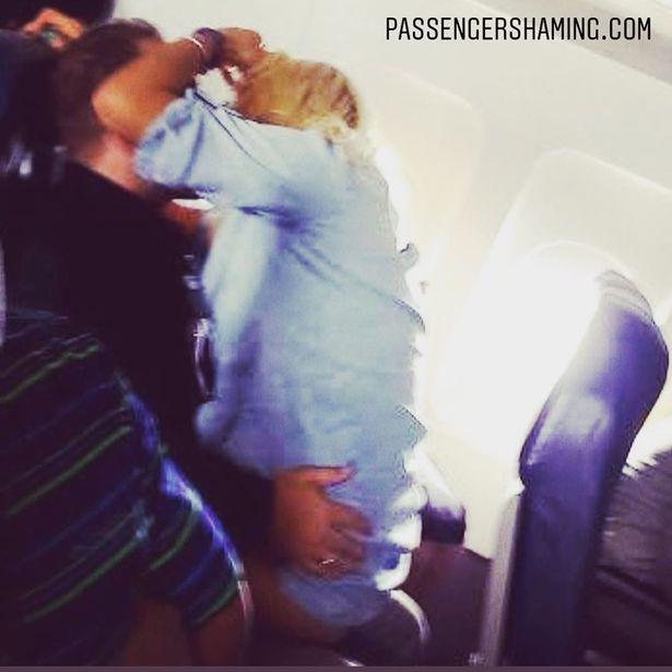 Sốc với cặp đôi yêu cuồng nhiệt trên máy bay như chốn không người - 1