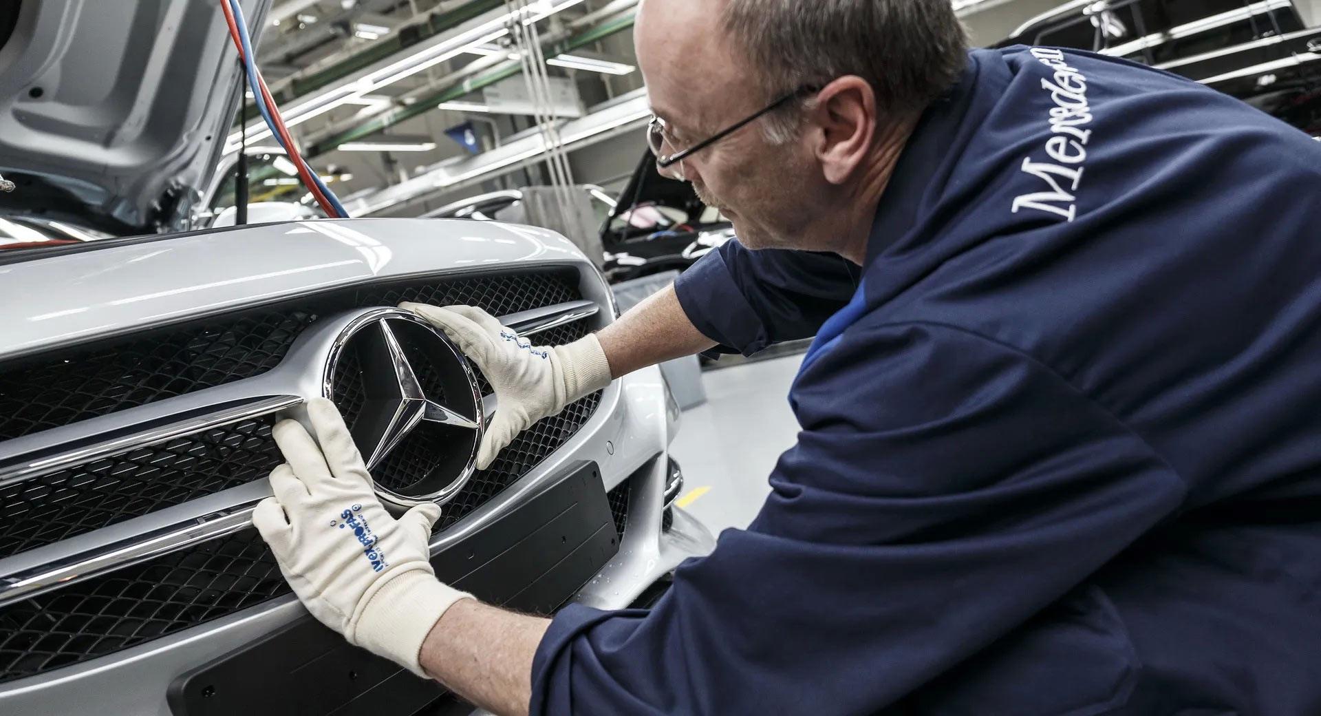 Mercedes-Benz tạm dừng giao nhiều mẫu xe diesel - 1