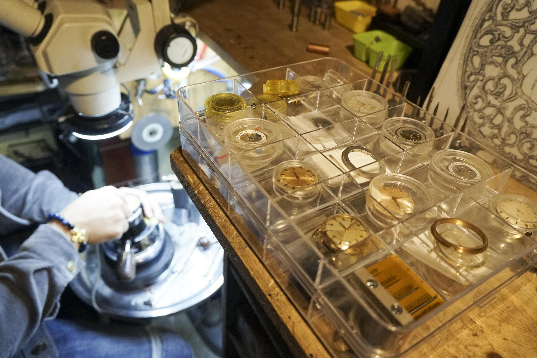 Độc đáo nghề chạm khắc đồng hồ ở Hà Nội - 4
