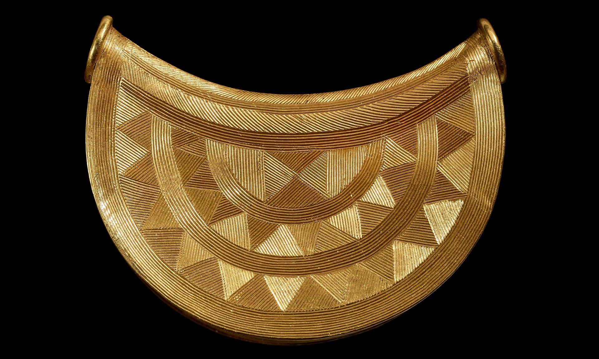 Mặt dây chuyền bằng vàng ròng niên đại 3.000 năm tuổi có giá 7,5 tỷ đồng - 1