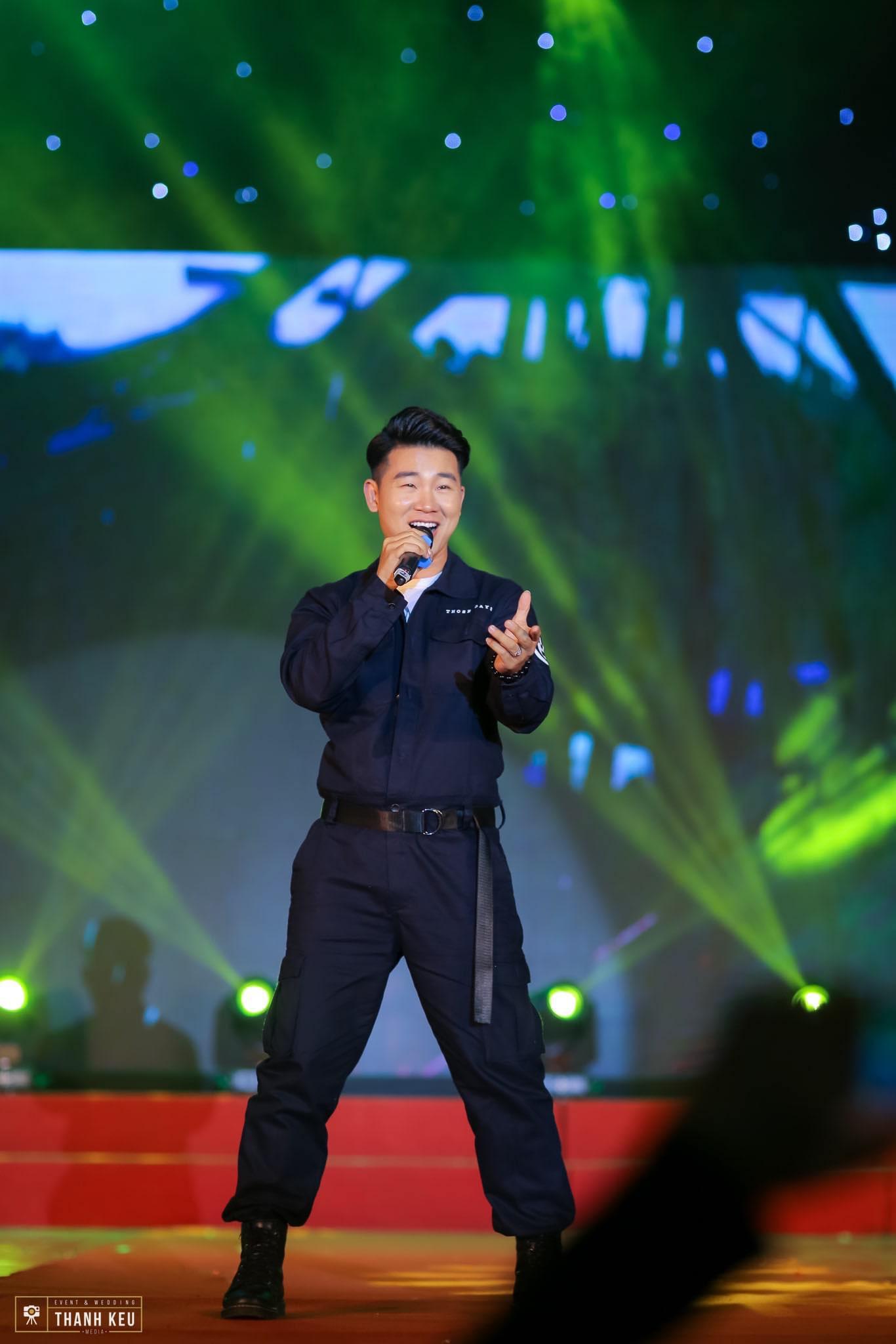 Showbiz Việt lao đao vì dịch: Người hát livestream, kẻ cuốc đất, trồng cây - 3