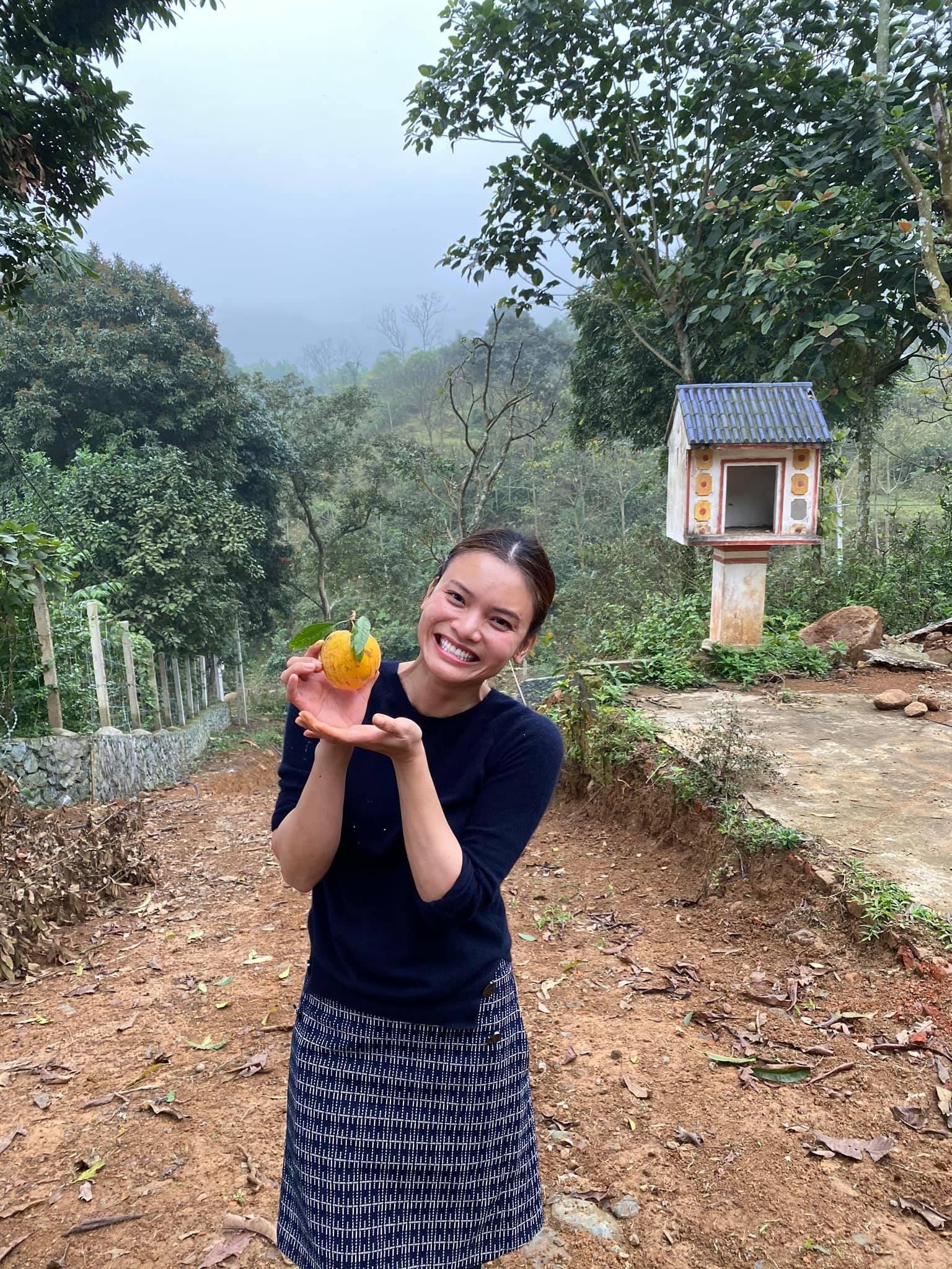 Showbiz Việt lao đao vì dịch: Người hát livestream, kẻ cuốc đất, trồng cây - 5