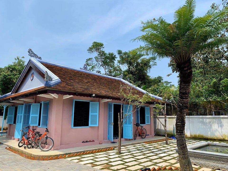 Bất ngờ với căn nhà cổ trăm tuổi đẹp hiếm có của cặp vợ chồng người Huế - 2