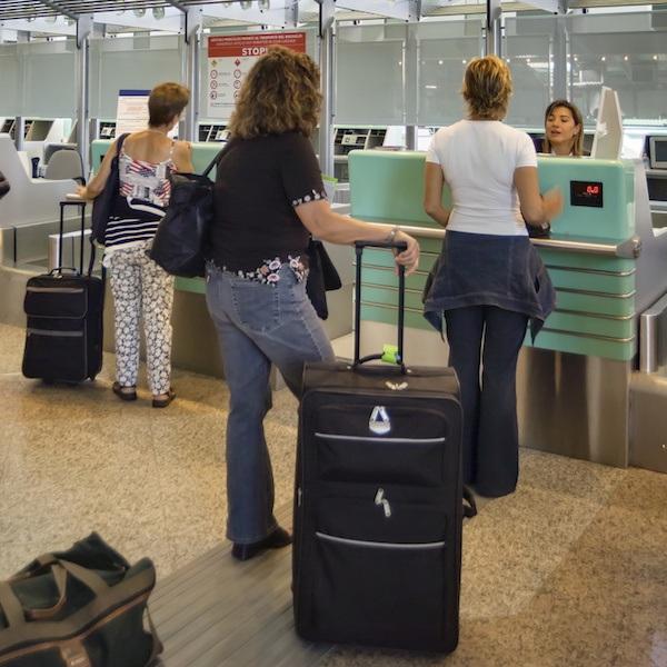 Những việc không nên mất thời gian làm ở sân bay - 3