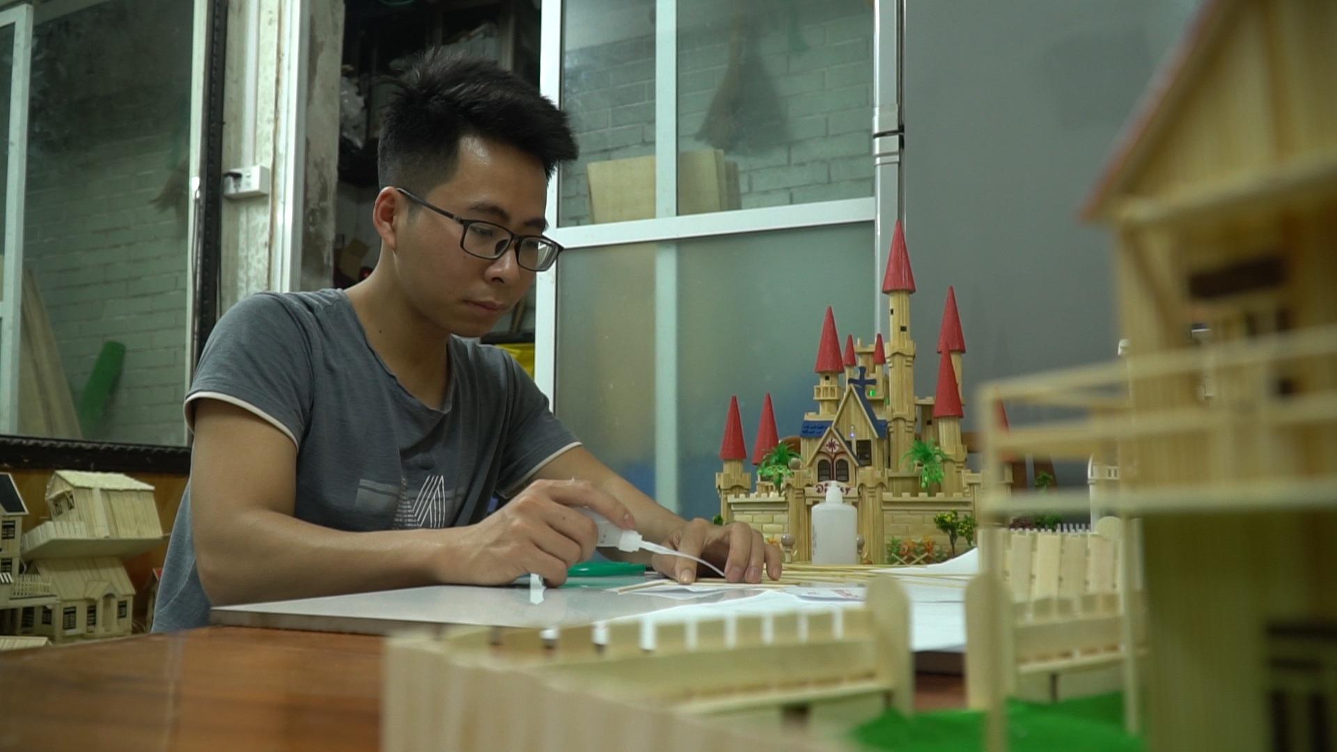 Chàng trai 10 năm xây biệt thự, lâu đài từ tăm tre - 8