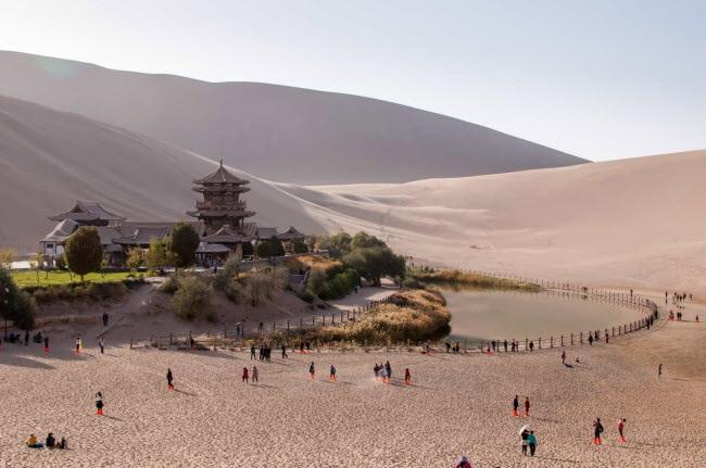 Bên trong ốc đảo 2.000 năm tuổi giữa sa mạc ở Trung Quốc - 3