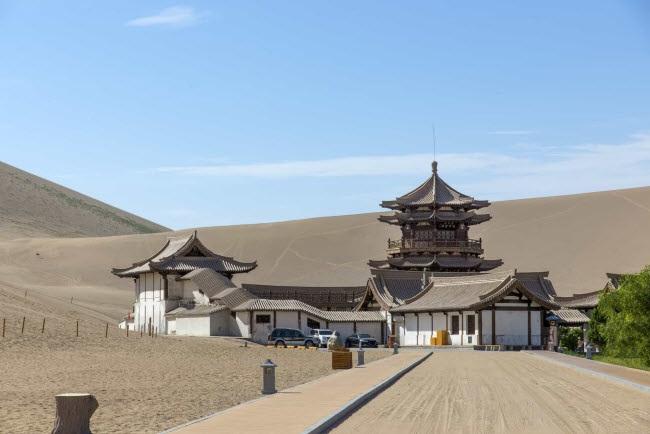 Bên trong ốc đảo 2.000 năm tuổi giữa sa mạc ở Trung Quốc - 4