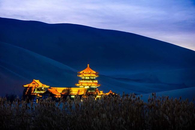 Bên trong ốc đảo 2.000 năm tuổi giữa sa mạc ở Trung Quốc - 9