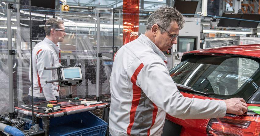 Có gì khác biệt bên trong các nhà máy ô tô mùa dịch Covid-19? - 3