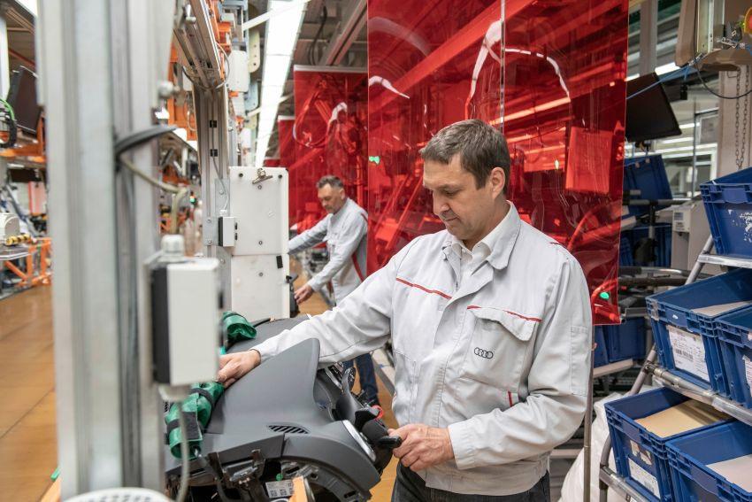 Có gì khác biệt bên trong các nhà máy ô tô mùa dịch Covid-19? - 2
