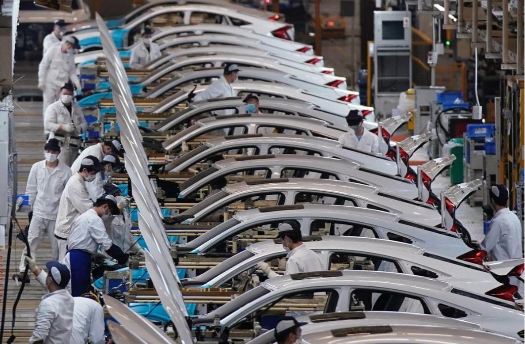 Có gì khác biệt bên trong các nhà máy ô tô mùa dịch Covid-19? - 8