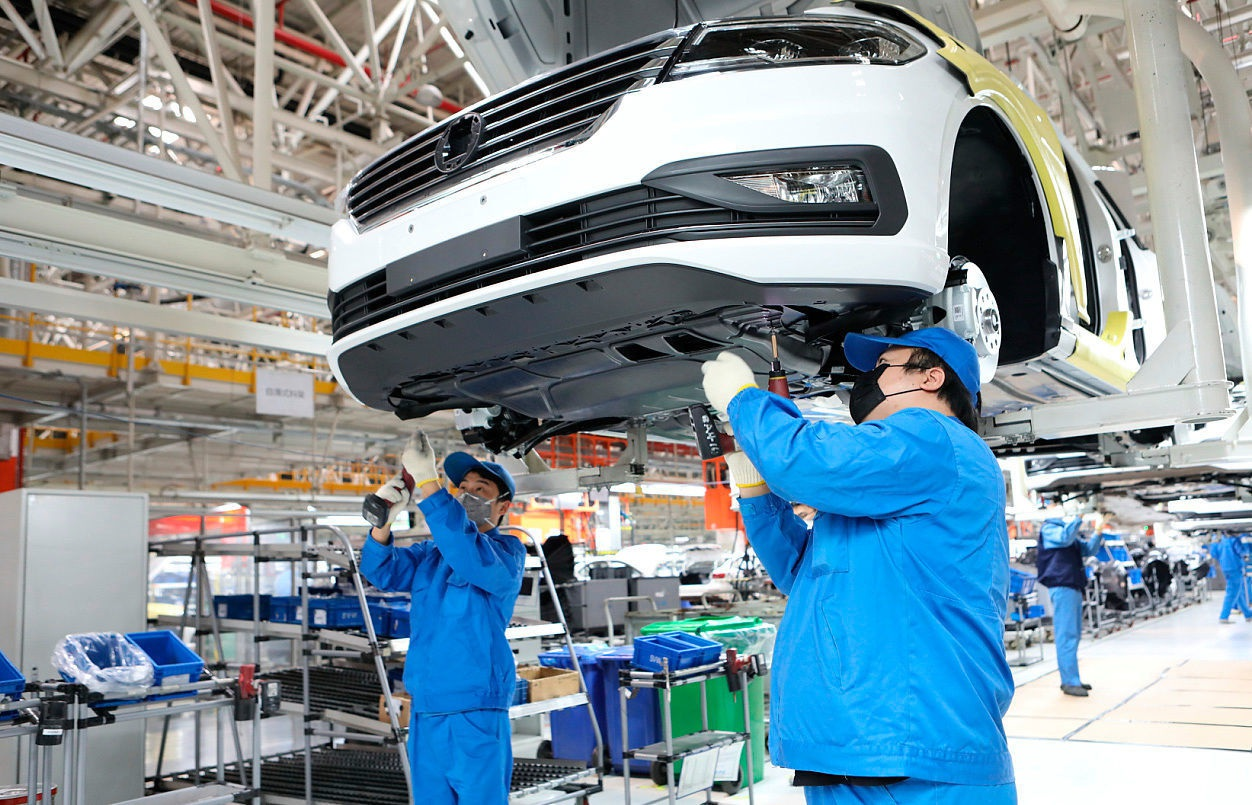Có gì khác biệt bên trong các nhà máy ô tô mùa dịch Covid-19? - 21
