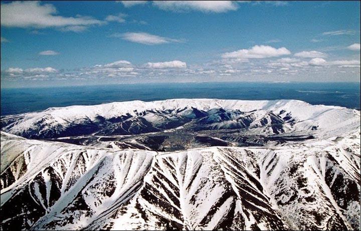 Núi kho báu chứa nhiều quặng bạch kim, vàng và kim loại có giá trị cao - 1