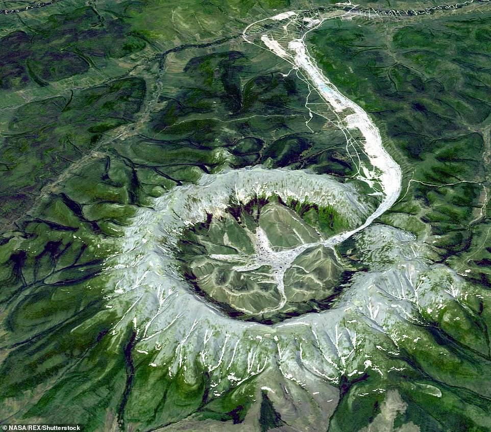 Núi kho báu chứa nhiều quặng bạch kim, vàng và kim loại có giá trị cao - 2