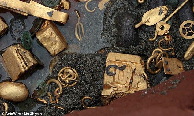 Tìm thấy ấn triện bằng vàng nguyên chất vô cùng quý hiếm, nặng gần 8kg - 4