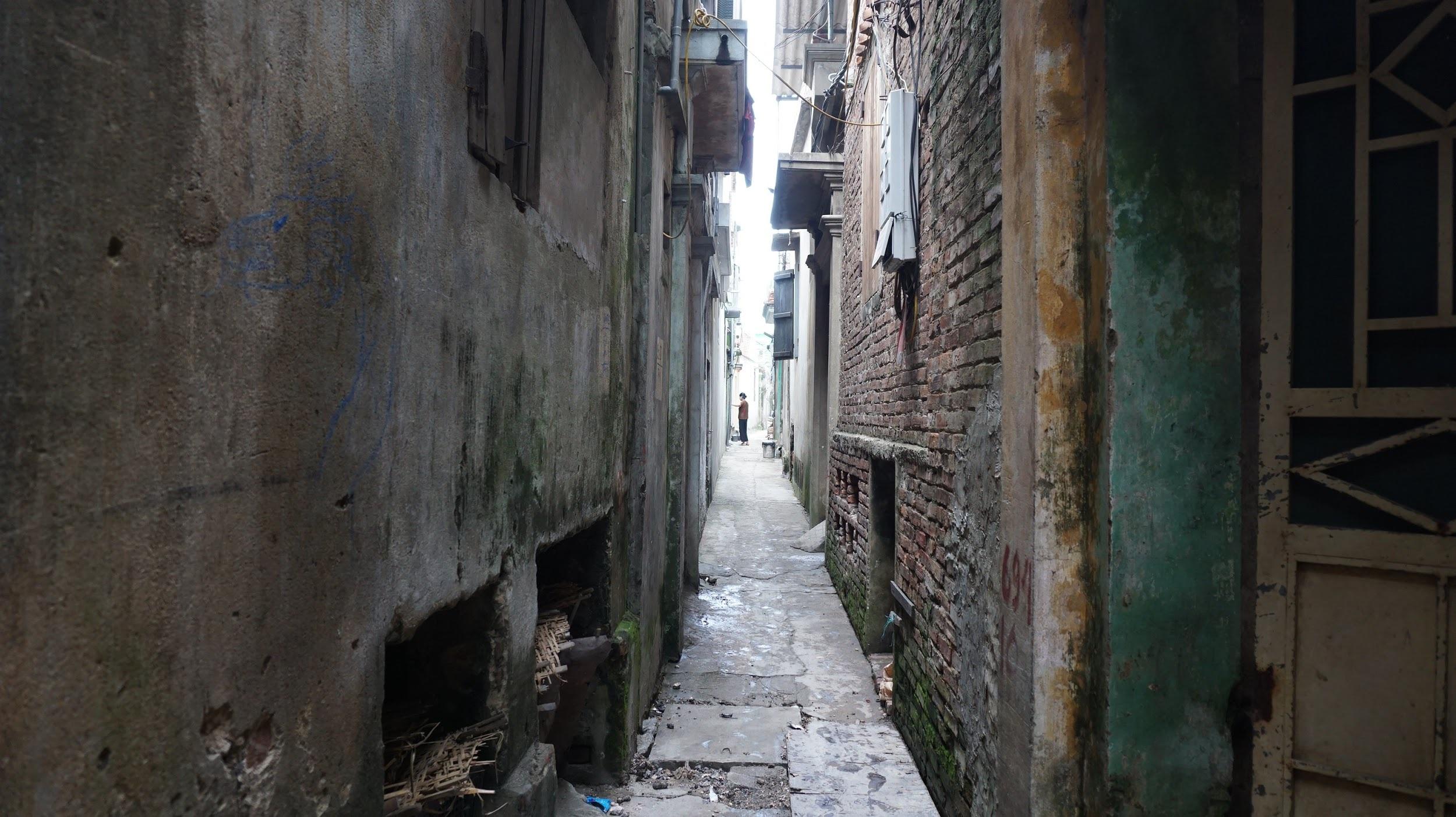 Kỳ lạ làng có những ngôi nhà xây bằng tiểu sành độc nhất ở Việt Nam - 3
