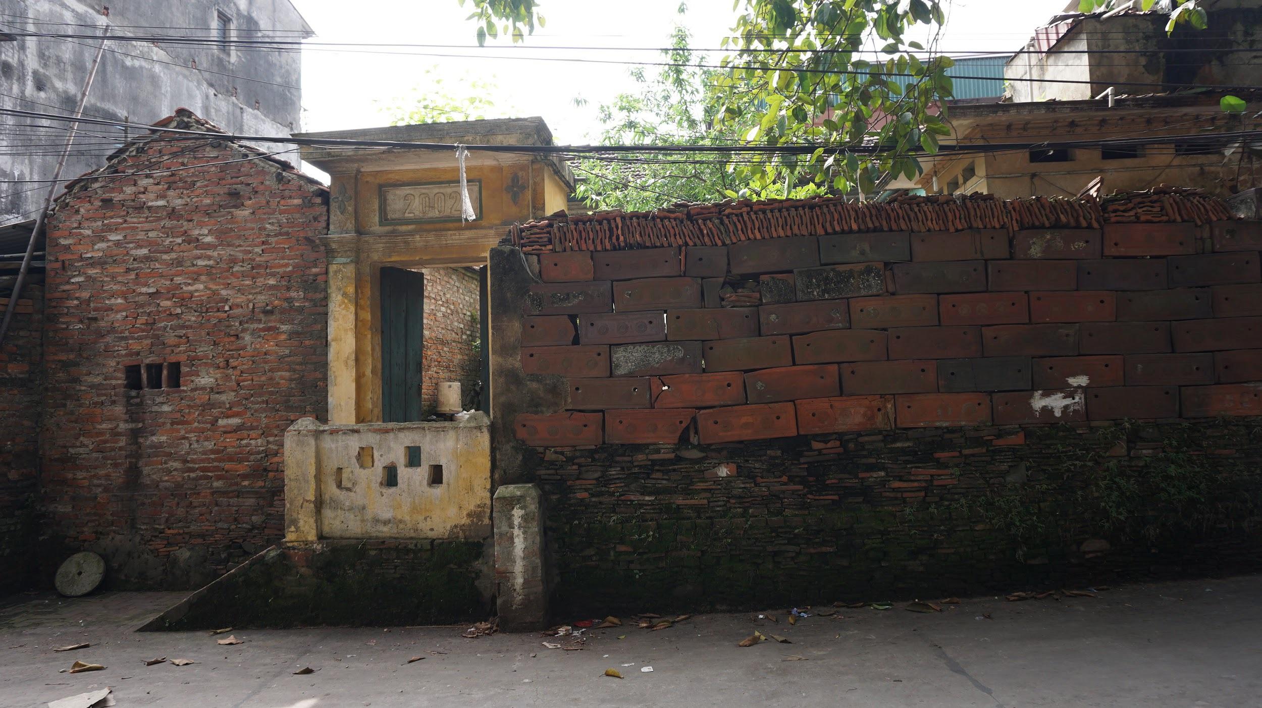 Kỳ lạ làng có những ngôi nhà xây bằng tiểu sành độc nhất ở Việt Nam - 5