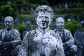 Hơn 800 bức tượng bỏ hoang gây rùng rợn, ám ảnh  Hon-800-buc-tuong-bo-hoang-gay-rung-rondocx-1588556591442