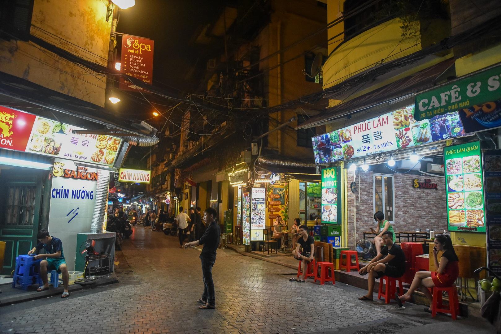 Hàng quán phố cổ thi nhau sang nhượng, đến Tạ Hiện cũng chung cảnh đìu hiu - 2