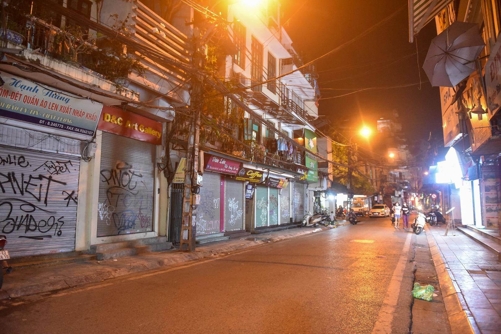 Hàng quán phố cổ thi nhau sang nhượng, đến Tạ Hiện cũng chung cảnh đìu hiu - 9