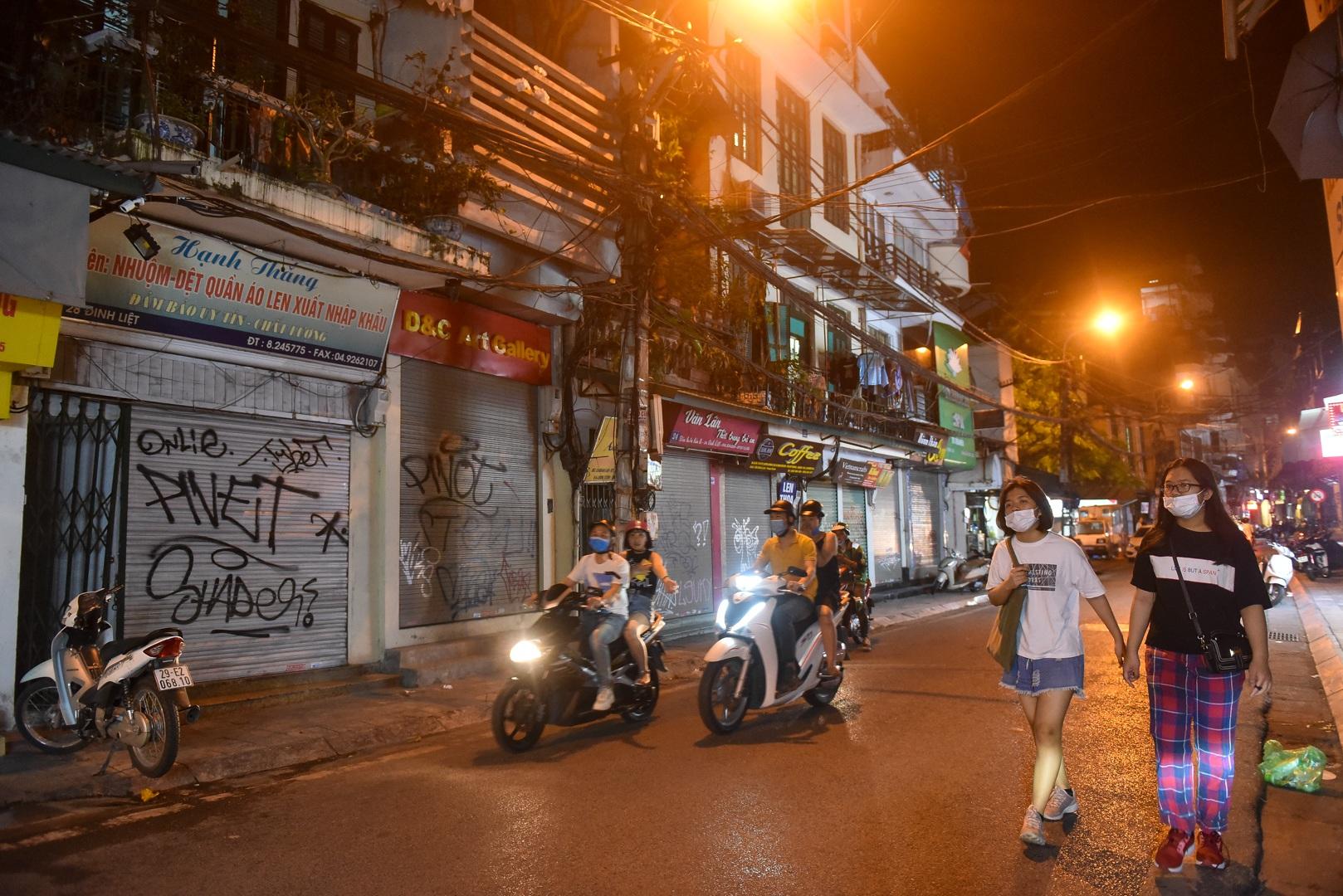 Hàng quán phố cổ thi nhau sang nhượng, đến Tạ Hiện cũng chung cảnh đìu hiu - 10