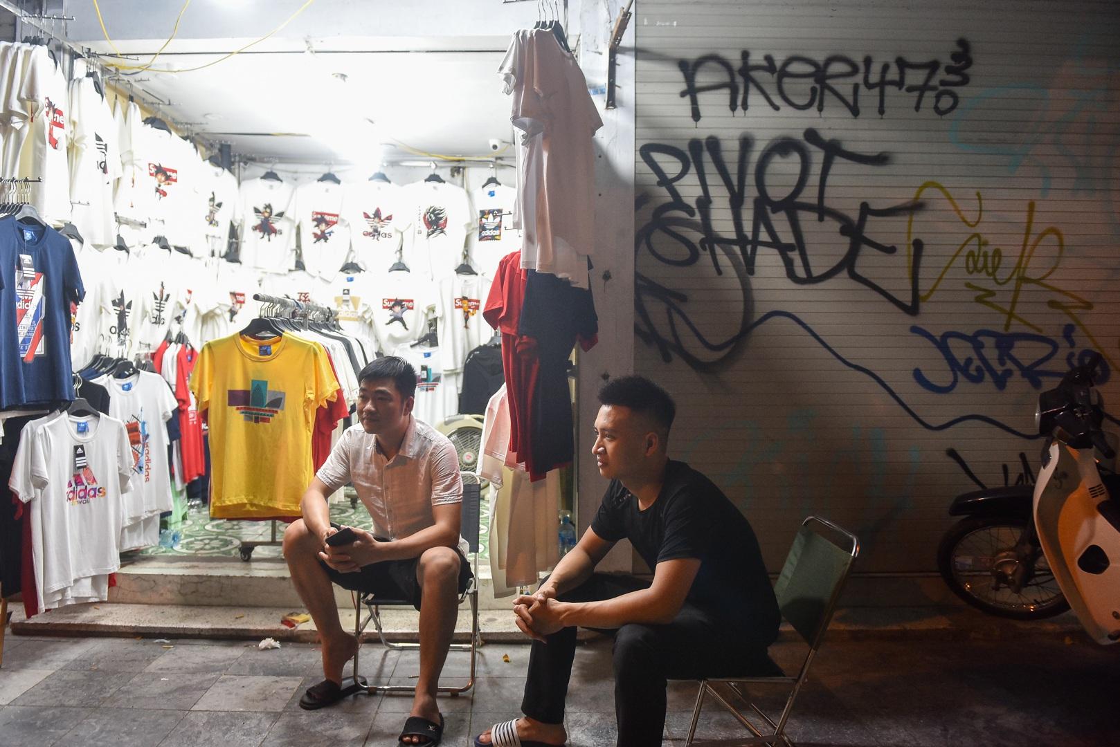 Hàng quán phố cổ thi nhau sang nhượng, đến Tạ Hiện cũng chung cảnh đìu hiu - 11