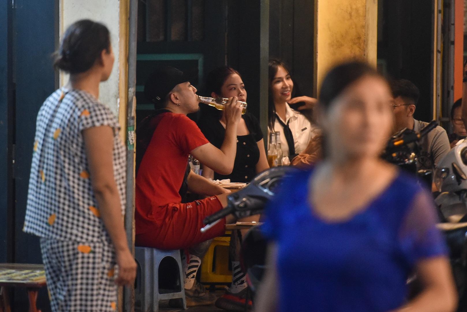 Hàng quán phố cổ thi nhau sang nhượng, đến Tạ Hiện cũng chung cảnh đìu hiu - 5