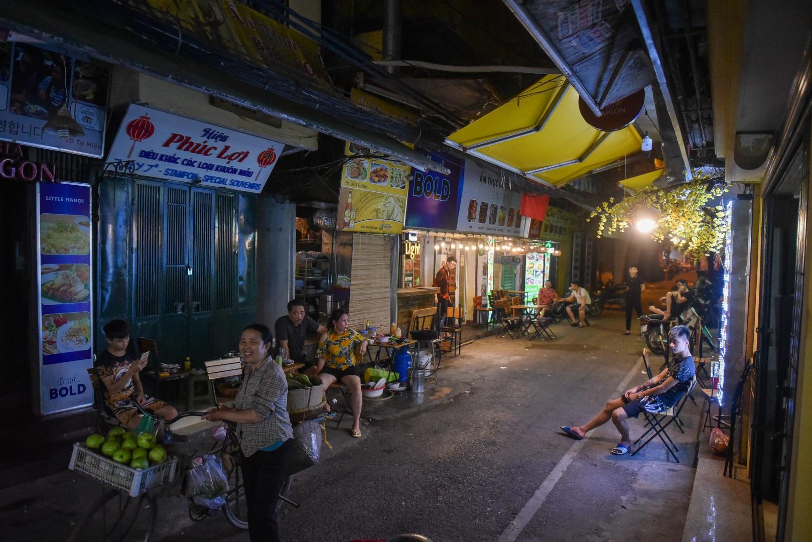 Hàng quán phố cổ thi nhau sang nhượng, đến Tạ Hiện cũng chung cảnh đìu hiu - 8