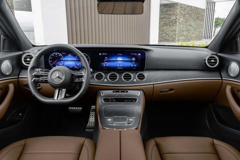 Mercedes-Benz E-Class 2021 sẽ được trang bị vô lăng cảm ứng - 1