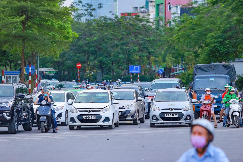 """Cận cảnh 5 tuyến đường được mệnh danh """"đắt nhất hành tinh"""" ở Hà Nội - 7"""